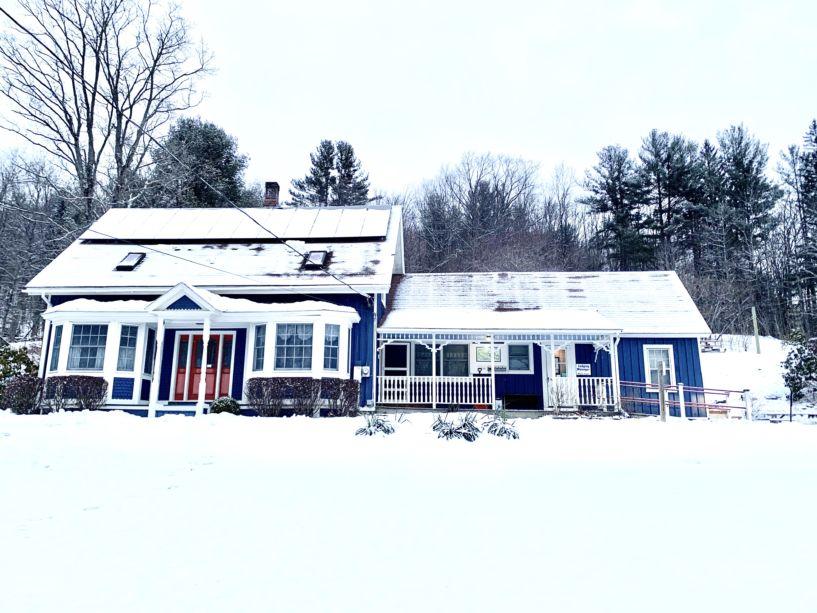 Snowy Hawk Mountain Lodge