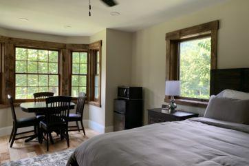 Hawk Mountain Lodge Deerfield Room